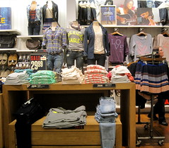 American Eagle Outfitters (thinkretail) Tags: store magasin laden tienda footwear boutique negozio accessories apparel aerie menswear americaneagleoutfitters womenswear marksilverman jerrysilverman 77kids autumn2012