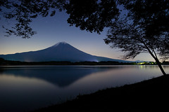 Mt.Fuji in autumn (peaceful-jp-scenery) Tags: night t evening sony  fujisan f2 24mm za   ssm mtfuji lightroom amount distagon carlzeiss  tanukiko    laketanuki dslra900 900 blinkagain sal24f20z flickrsfinestimages1