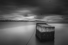 _MG_2944 (helderito_2010) Tags: longexposure sea sky bw seascape portugal water monochrome canon boats mono mar long exposure seascapes lisboa lisbon pb cu tokina coastal le lee nd pt 11mm cacilhas 10stop 450d nd1000 ilustrarportugal helderito