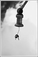 Lecciones de fotografa # 4 - Objeto aislado. (Rumbo181) Tags: sky blackandwhite abstract surreal bn cielo pretoebranco