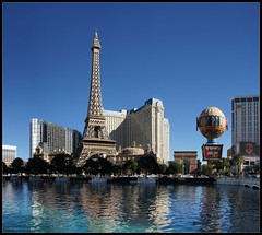 This is not Paris (Bert Kaufmann) Tags: vegas blue usa paris america hotel pond blauw unitedstates lasvegas unitedstatesofamerica eiffeltower sunny bleu toureiffel thestrip blau amerika helder parishotel vijver lasvegasboulevard amrique mrbluesky eiffeltoren zonnig blauwelucht amerique