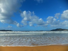 A wonderful beach by TeresalaLoba (TeresalaLoba) Tags: sun sol beach see mar spain waves playa galicia swell olas groundswell nigrn americabeach mardefondo playaamrica teresalaloba