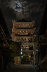 Yasaka-no-to with Moon, Kyoto /  (Kaoru Honda) Tags: city winter sunset japan night landscape temple japanese evening town alley nikon kyoto traditional alleyway    gion       japon kiyomizudera  kodaiji  higashiyama        hokanji    d7000