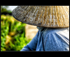 Nón nhìn (Quoc Bao Truong) Tags: girls portrait people boys nikon vietnam viet hue nam nikonian