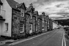 Ullapool (Smi_Madani) Tags: ullapool scotland vereinigtesknigreich gb unitedkingdom blackwhitephotos blackwhite bw street houses highlands nikon nikond7200 d7200
