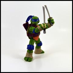 1 Year In A Toybox 2, 235_366 - Leonardo (Corey's Toybox) Tags: playmates teenagemutantninjaturtles tmnt nickelodeon nick 2012 actionfigure figure toy ninjaturtles leo leonardo 1yearinatoybox2