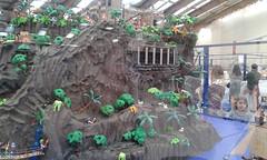 Isla pirata (lalex24) Tags: exposicionplaymobil playmobil islapirata puente prision prisionero esqueleto jaula pantera fortaleza guardia carro buey