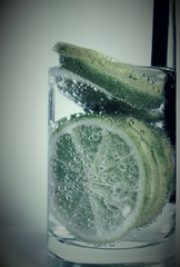 Acqua di lime (Nathalie_Dsire) Tags: lime modified modo mod water drink summer sparkling fruit tinted barware bubble