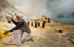 java - ijen (peo pea) Tags: indonesia giava java ijen crater cratere volcano vulcano leica laicaq miners mine sulfur zolfo reportage hard work