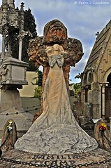 Cementiri de Lloret (2) (Perikolo) Tags: mar cementerio girona escultura indians modernismo modernisme lloret indianos laselva cementiri hipogeo ismaelsmith hipogeu