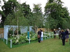 RHS Hampton Court - Visitors look at the garden (apollocreative) Tags: garden sensory bubbletubes