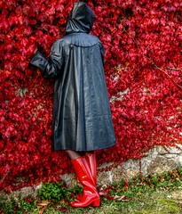red shoes (klepptomanie) Tags: mac boots hood raincoat wellies rubberboots rainwear gummistiefel stiefel klepper