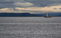 Schooner Hildur (ZeiR) Tags: ocean blue sea sky mountains bay coast boat iceland fishing ship cloudy july vessel surface fjord whales schooner whalewatching hildur hsavk northsailing skjlfandi northerniceland greenlandsea noruring