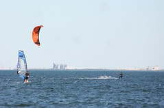 kitesurfing (bertknot) Tags: kitesurfing windsurfing kitesurfers kitesurfer kitesurfingkitesurfing redcliffekitesurfing