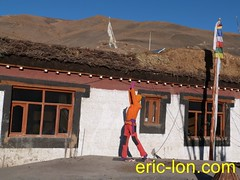 Eric Lon yoga at Demul (29) (Eric Lon) Tags: india cold yoga energy dynamic tibet heat practice souffle himalaya breathe froid warming spiti breathing inde tibetain himalayen chaleur activate respiration ericlon rechauffer demul acriver