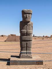 """Tiwanaku: le monolithe El Ponce (du nom de celui qui l'a découvert) représentant une personne de très haut rang <a style=""""margin-left:10px; font-size:0.8em;"""" href=""""http://www.flickr.com/photos/127723101@N04/28628749771/"""" target=""""_blank"""">@flickr</a>"""