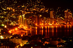 Acapulco, Guerrero. Mxico (monchor1) Tags: noche bahia nocturna luces edificios hotel edificio hoteles playa mar ola olas nit llums edificis edifici hotels onada onades buildings night lights building beach sea wave btiments nuit batiments htels plage santa lucia acapulco guerrero mxico ramn moncho monchor1 mexique