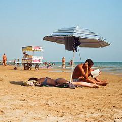 (Iana Messetchkova & Alessandro Venerandi) Tags: marinadiragusa beachscene reading beachumbrella beachseller summer