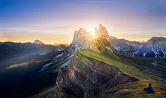 Mont Odle (Halognure) Tags: sky landscape sunrise morning sunset nature sun europe italy rock sunshine rocks summer mountain italia alpes dolomites wideangle dolomiti trecime mont sunstar lavaredo odle