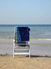 Mooi uitzicht (Ilona67) Tags: strand stoel zee zand stilte blauw