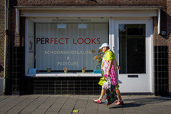 Perfect looks? (Gouda, Netherlands) (PaulHoo) Tags: gouda holland netherlands fuji x70 city urban 2016 candid streetcandid streetphotography looks perfect color vibrant humor fun fashion