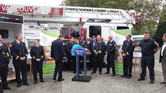 Vancouver Fire and Rescue help ensure homes have smoke alarms (BC Gov Photos) Tags: britishcolumbia families 2012 firesafety fireprevention smokedetectors smokealarms safetycampaign foodbanks aandc shirleybond vancouverfirehall jagarchive