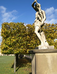 Chatsworth Gardens Statue (Tony Worrall Foto) Tags: uk autumn england art fall garden season derbyshire seasonal location sunlit autumnal artworks chatsworth midlands chatsworthhouse pemberley 2012tonyworrall deathcomestopemberley artatchatsworthhouseandgardens