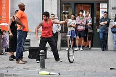 A La Maleta Circo (moises531) Tags: street brussels people amanda art toys acrylic performance clubs bruselas juggling juguetes acrylics malabares acrilico acrilicos alamaletacirco