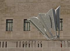 Shuttlecock (ricko) Tags: windows sculpture kansascity shuttlecock nelsonatkinsartmuseum claesoldenburgandcoojsevanbruggen