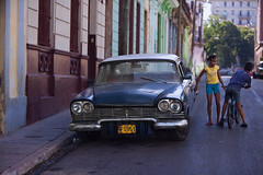 Cuba: Street Scene (VJ Vee) Tags: life street old people cars architecture living parts havana cuba habana havanna kuba