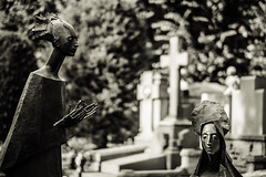 Monumentale 217 (-dow-) Tags: cimiteromonumentale fujixf56f12 graveyard milano monumentalcemetery sculture grave tombe sculptures statue statues cimitero cemetery riposo rest museo museum fuji xe1 xf5612