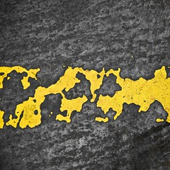 Rsilience (Gerard Hermand) Tags: 1305087475 gerardhermand italie italy bologne bologna canon eos5dmarkii formatcarr abstrait abstract abstraction jaune yellow noir black