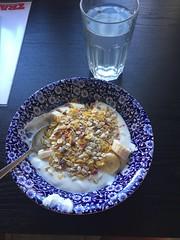 Frukost 19/7 (Atomeyes) Tags: mat frukost kvarg yoghurt vanilj msli banan lime vatten
