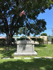 1935 Hurricane Monument Woodlawn Park Cemetery Miami (Phillip Pessar) Tags: woodlawn park cemetery north miami