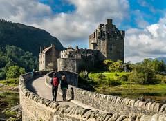 Open the gates (Eilean Donan) (Javiralv) Tags: scotland castle eilean donan skye bridge gates clouds escocia castillo puente