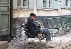 Fredagsmys med cigarr (ulricaloeb) Tags: streetphoto stockholm gamlastan stamning stmning fs160918