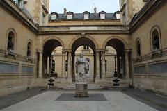 School Yard (Toni Kaarttinen) Tags: school paris france college statue yard frankreich frana frankrijk prizs francia iledefrance parijs pars  parigi frankrike  pary   francja ranska pariisi  franciaorszg  francio parizo  frana