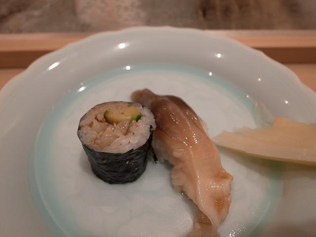 <p>北寄貝とつぶ貝の巻物 </p>