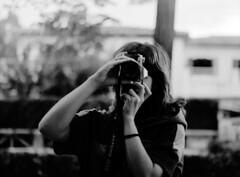 (CarlesPalacio) Tags: bw girl contrast analog mediumformat grey gris chica bn bronica contraste noia 400asa 120mm analogico zenzabronica medioformato explicite fotoquimico migformat fotoquimic carlespalacio