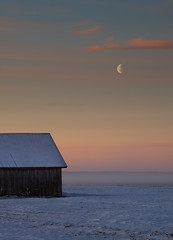 Good morning (ken@pi) Tags: winter moon snow cold ice field barn suomi finland polarizer redring canon70200mmf4l whitel sderfjrden canon50d