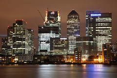 London Canary Wharf (david.bank (www.david-bank.com)) Tags: city uk winter england urban money london water thames skyline night canon reflections river lights skyscrapers highrise canarywharf finance cesarpelli onecanadasquare davidbank