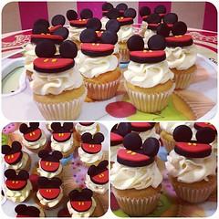 MiniCupcakes Mickey, bellsimos  solo en #sweetcakesstore #sweetcakesve #lecheria #venezuela #puertolacruz #cupcake #cupcakery #bakery #originalstore #originalcupcakes #originalcakes #lovecupcakes #cupcakes #mickey #photooftheday #instagramers #3000follow (Sweet Cakes Store) Tags: cakes square de cupcakes yummy y venezuela mini disney mickey tienda cupcake squareformat hudson fondant tortas lecheria sweetcakes ponques ponquesitos iphoneography instagramapp uploaded:by=instagram sweetcakesstore sweetcakesve