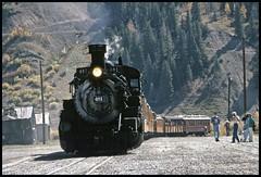 481 arriving at Silverton (TrainsandTravel) Tags: usa étatsunis vereinigtestaaten narrowgauge voieetroite schmalspur durangosilverton durangosilvertonnarrowgaugerailroad silverton colorado dsngr drgw k36 282