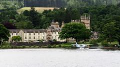 Rsidence secondaire... (LILI 296 ...) Tags: lochlomond eau water ecosse highlands rive chteau manoir nature paysage patrimoine hydravion