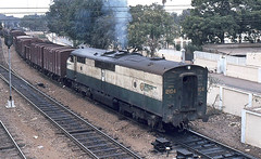 2104 shunting at Karachi (Bingley Hall) Tags: asia pakistan broad transport train trainspotting transportation emd clydeengineering 567c karachi colomboplan pr rail railway railroad ml3 clp15 bulldog streamliner