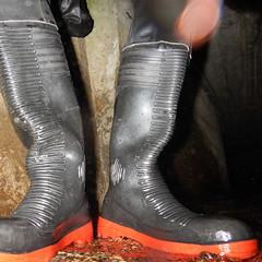 Aquala-Kanal6937 (Kanalgummi) Tags: sewer exploration rubber drysuit trockenanzug boots gummistiefel bomber jacket bomberjacke worker égoutier kanalarbeiter