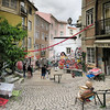 Lisbonne - rua dos Cordoeiros - 4-6-2016 - 12h40 (Panoramas) Tags: lisbonne lisbon lisboa rua dos cordoeiros place square pavés pavée calçada calçamento pavement cobble cobbles stones carré format perspective ptassembler multiblend café buildings immeubles portugal fresque fresco graffiti mural wall painting peinture ascensor da bica fv10