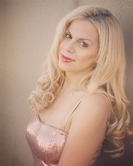 My #model #photoshoot #glamourgirljessica #mua #blondes #golddress #marilyninspired #marilynmonroe #modelposes #portrait #headshot #photography Photo by James Maddox (Glamour Jessica) Tags: model blondes style golddress glamourjessica headshot portrait instagramapp square squareformat sierra