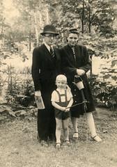 JWG_01 JWG, Maria, Roger 13 VI 1943 (VonMurr) Tags: jwg juliuszwiktorgomulicki grandfather poland warsaw maurycygomulicki mariagomulicka rogergomulicki father grandmother literat bibliophile family