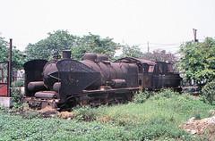 Vietnam - Hanoi - Giáp Bát (railasia) Tags: vietnam hanoi giapbat ðsvn metergauge steamloco outofservice rustymetal 2002